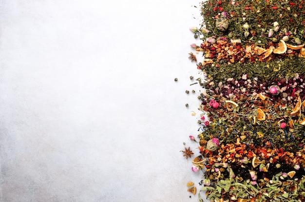 Types de thé: vert, noir, floral, aux herbes, menthe, mélisse, gingembre, pomme, rose, tilleul, fruits, orange, hibiscus, framboise, bleuet, canneberge