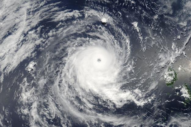 Typhon sur la planète terre. éléments de cette image fournis par la nasa