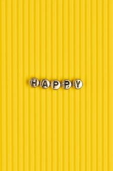 Typographie de lettrage de perles de mot heureux or
