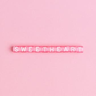 Typographie de mot lettrage sweetheartbeads