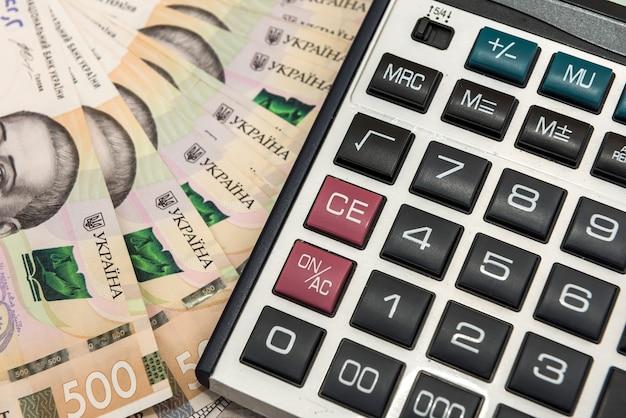 Uah ukraine argent - hryvnia avec calculatrice. sauvegarder.