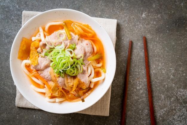 Udon ramen nouilles au porc et kimchi