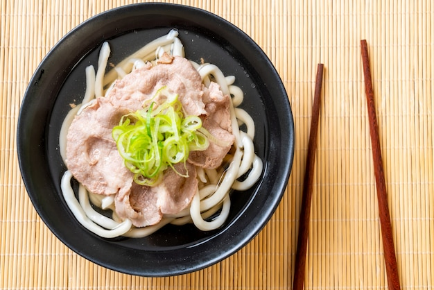 Udon ramen nouilles au porc (shio ramen)