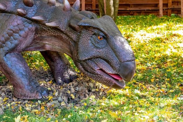 Ukraine, khmelnitsky, octobre 2021. dinosaure, ankylosaure en gros plan avec la bouche ouverte