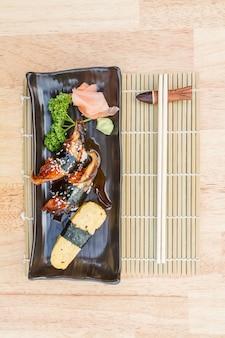 Unagi et sushi aux oeufs sucrés