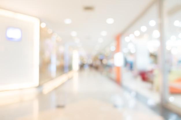 Unfocused centre commercial avec des formes abstraites