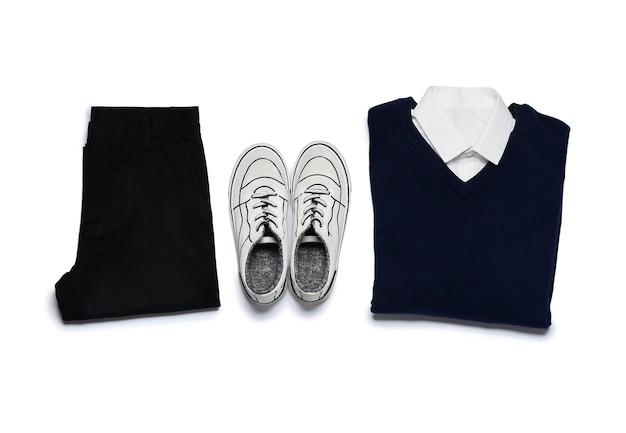 Uniforme scolaire élégant sur blanc