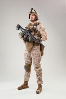 United states marine corps commandant des opérations spéciales raider avec arme
