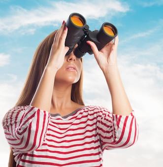 Université binoculaire occasionnel jeune femme