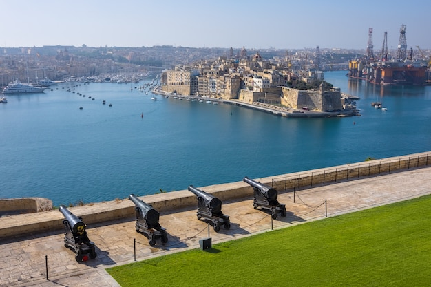 Upper barrakka gardens & saluting battery à la valette