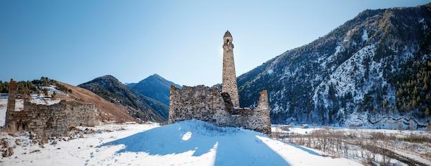 Upper pui old pui est un complexe de tours 16e russie ingouchie