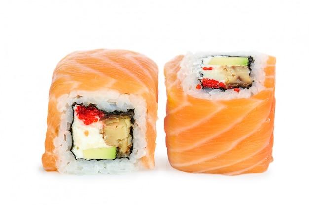 Uramaki maki sushi, deux rouleaux isolés on white