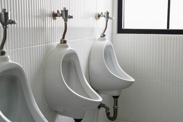 Urinoirs hommes toilettes publiques