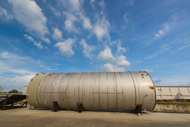Usine de chimie horizontale de réservoir moderne avec de grands réservoirs de brillance