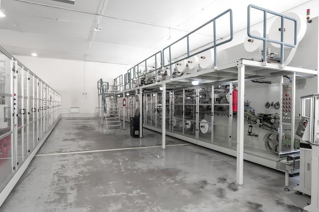 Usine industrielle pour la production d'emballages en papier