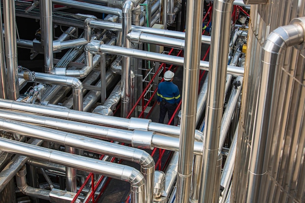 Usine moderne de chimie de réservoir et de canalisation avec de grands réservoirs de brillance pour l'huile moteur de produit de mélangeur
