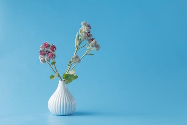 Usine d'ordures de bavure dans un vase
