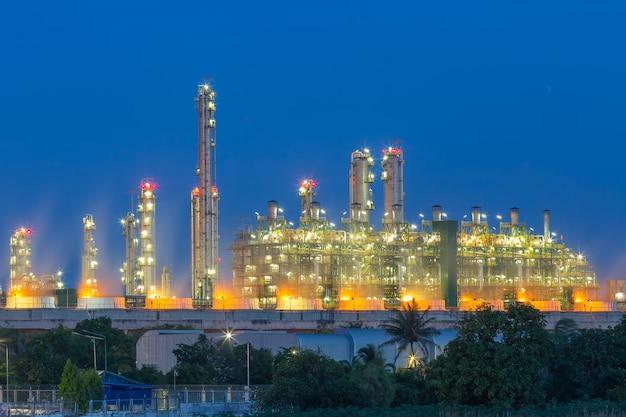 Usine de raffinage de pétrole pétrochimique.