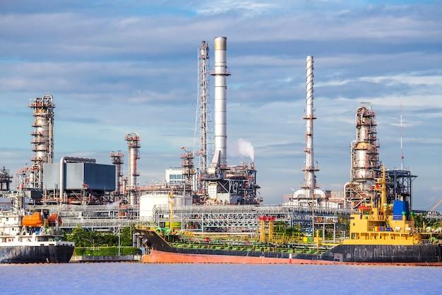 Usine de raffinage de pétrole, usine pétrochimique de pétrole.