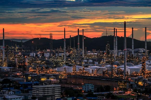 Usine de transformation du pétrole et usine de produits chimiques en thaïlande