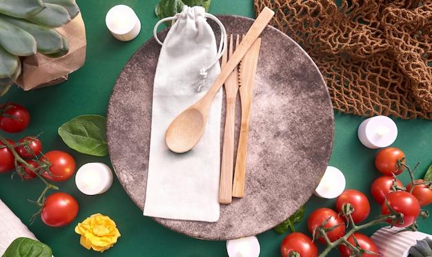 Ustensiles de cuisine en bois avec étui en tissu
