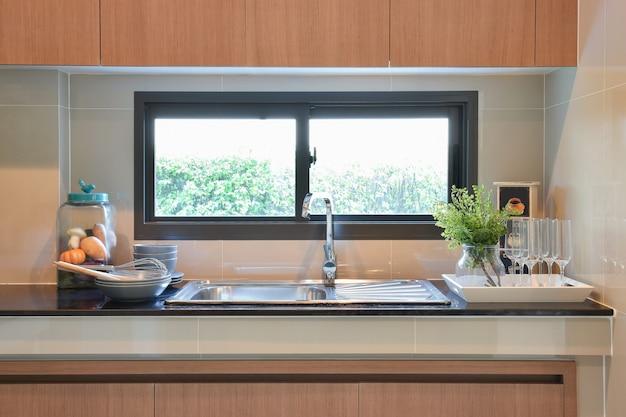 Ustensiles de cuisine en céramique modernes