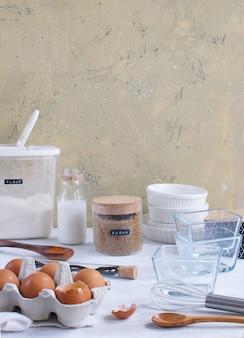 Ustensiles de cuisine et ingrédients pour la cuisson