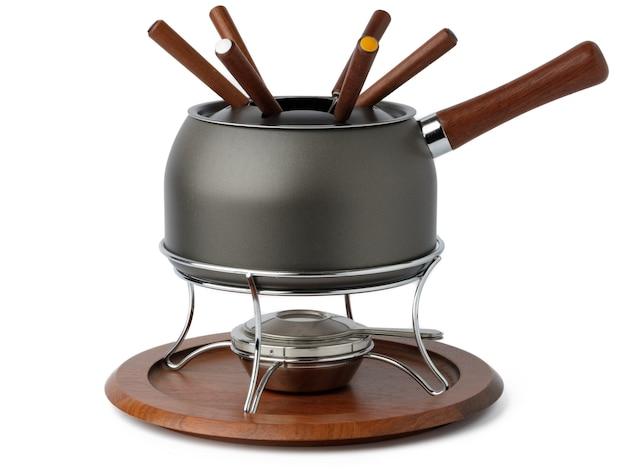 Ustensiles de cuisine en métal pour la préparation de la fondue isolated on white