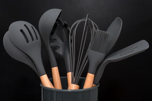 Ustensiles de cuisine noir