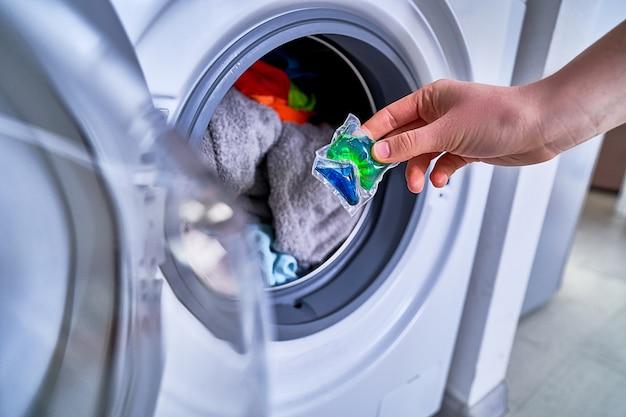Utilisation d'une capsule de gel de lavage pour la lessive
