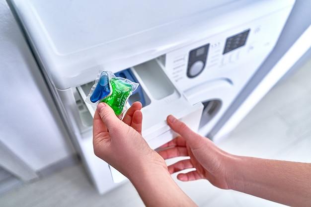 Utilisation d'une capsule de gel de lavage pour les vêtements de lessive