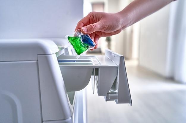 Utilisation d'une capsule de poudre à laver pour le linge