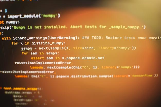Utilisation de css, javascript et html. surveiller le gros plan du code source de la fonction. contexte abstrait de la technologie informatique. code source du logiciel.