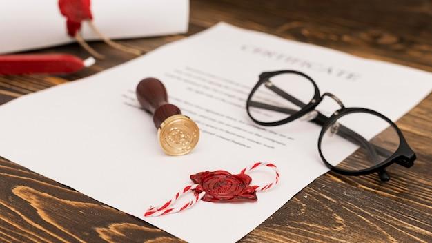 Utilisation du sceau de cire pour le certificat de diplôme