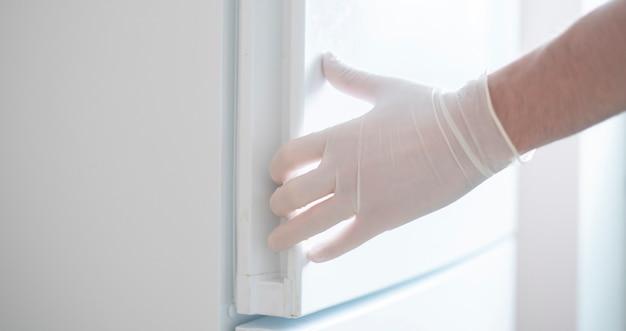 L'utilisation quotidienne de gants médicaux en caoutchouc, la protection contre les coronavirus de style de vie
