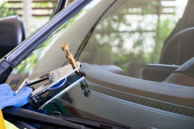 Utiliser des outils de réparation pour réparer le crack