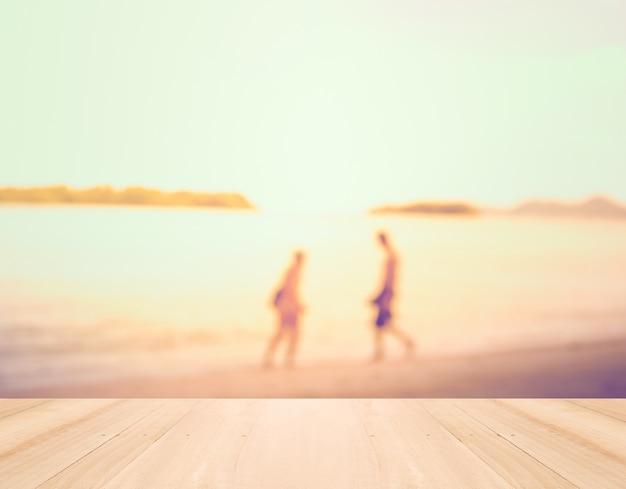Vacances d'été concept - bois perspective et silhouette de courant alternatif