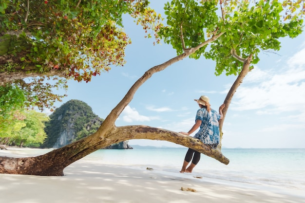 Vacances d'été et concept de voyage en famille. voyager en thaïlande.