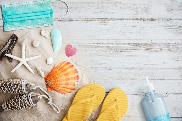Vacances d'été dans le nouveau fond de flatlay normal
