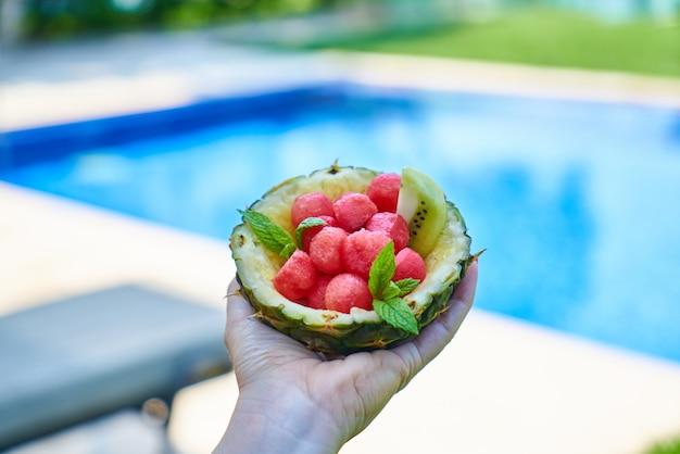 Des vacances d'été tropicales et de délicieux snacks