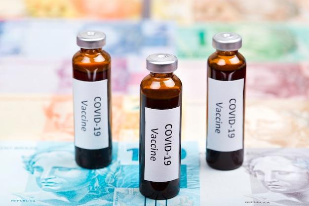 Vaccin contre covid-19 sur l'argent brésilien