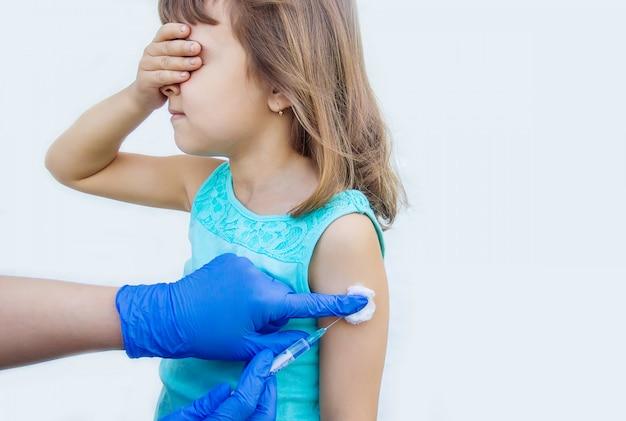 Vaccination des enfants. une injection. mise au point sélective.