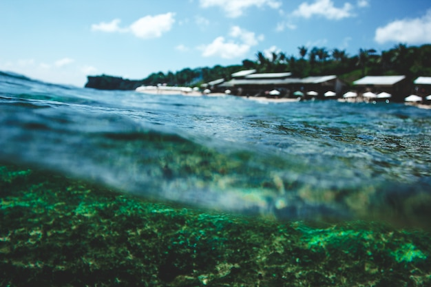 Vague sous l'eau