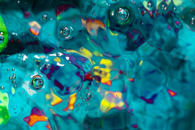 Vagues bleues et bulles d'air à plat