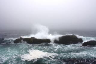 Vagues de freinage, les éclaboussures, de la mer