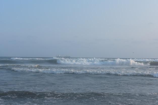 Vagues de la mer ouverte