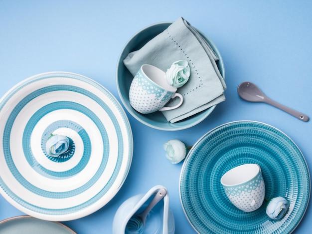 Vaisselle en céramique bleu pastel
