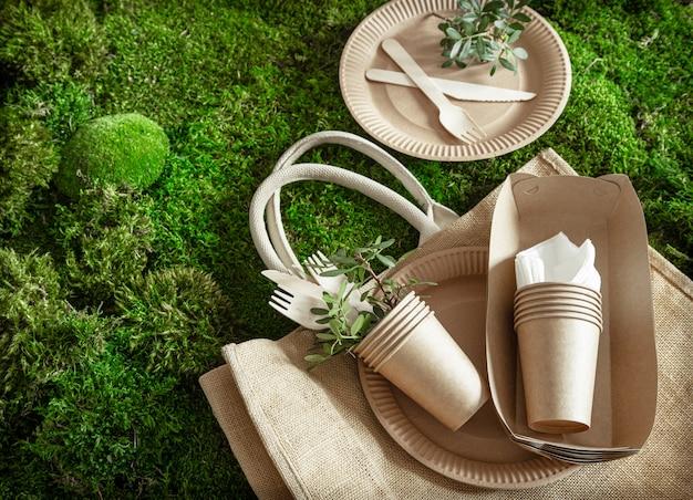 Vaisselle écologique, jetable et recyclable.