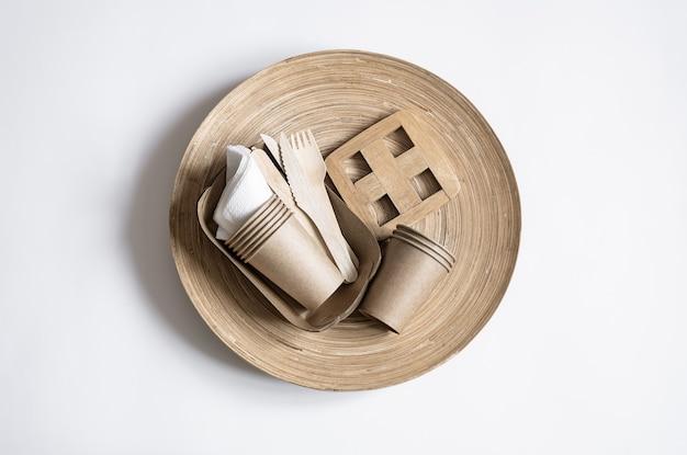 Vaisselle jetable écologique. mise à plat