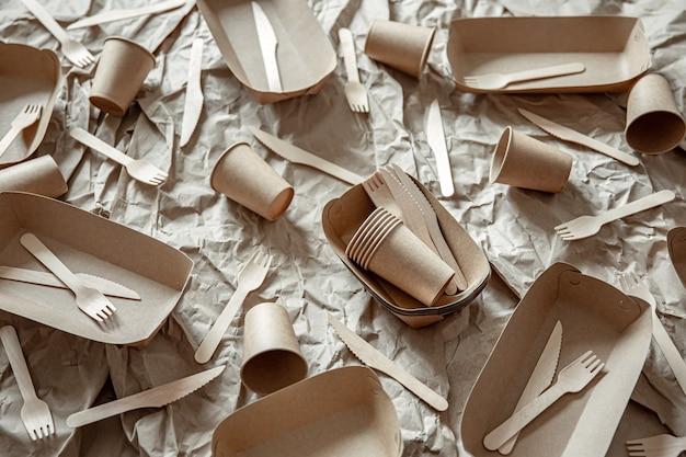 Vaisselle jetable écologique utilisée dans la restauration rapide, les restaurants, les plats à emporter, les pique-niques.